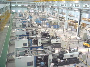 China Customized Injection Molding Equipment / Machine Central Automated Feeding Systems distributor